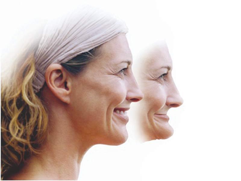 Man ældes meget, når gummerne falder sammen.  Implantater minimerer denne udvikling.